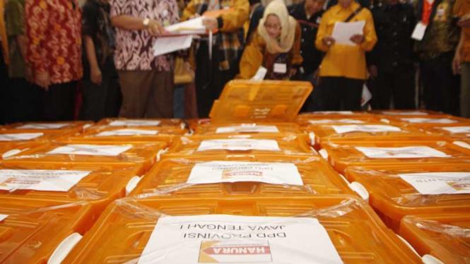 Partai Hati Nurani Rakyat (Hanura)  Mendaftar ke KPU