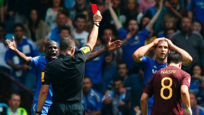 Branislav Ivanovic kena kartu merah di Community Shield