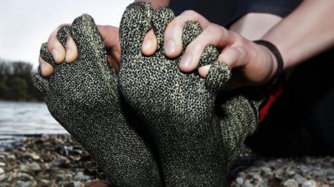 kaos kaki khusus pejalan kaki