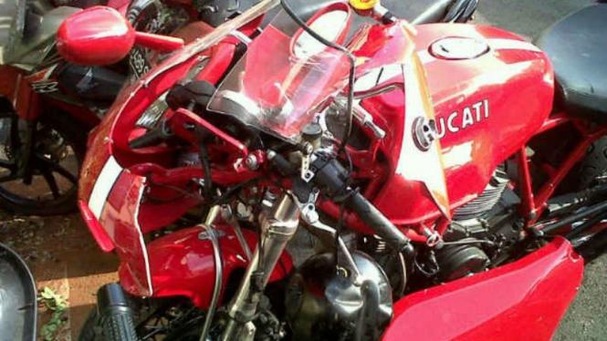 Motor sport Ducati milik Direktur PT Adaro Indonesia mengalami kecelakaan