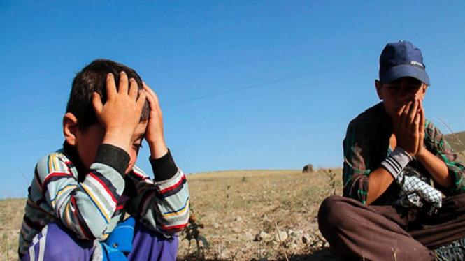 Anak-anak korban gempa di Iran bagian barat laut 13 Agustus 2012