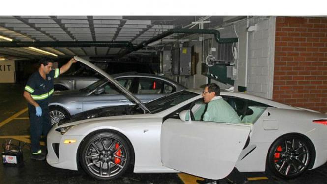 Lexus LFA milik Paris Hilton mogok