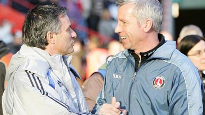 Jose Mourinho (kiri) dan Alan Pardew.