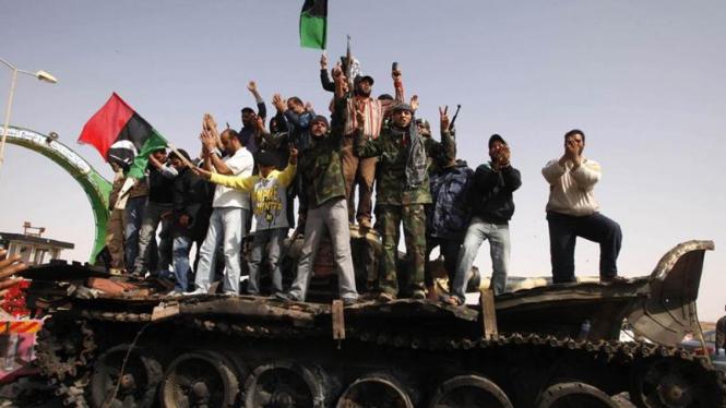 Tank yang hancur pada revolusi di Libya