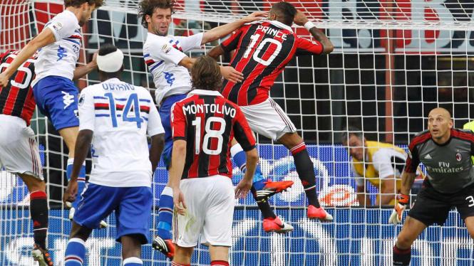 Andrea Costa jebol gawang AC Milan