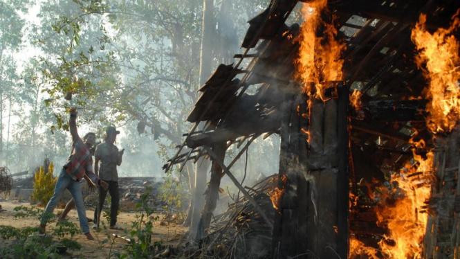 Kerusuhan bernuansa SARA di Desa Karanggayam Omben Sampang Jatim