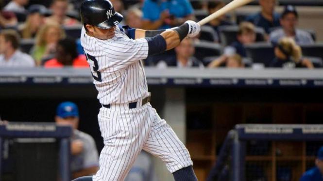 Pemain NY Yankees, Nick Swisher, membuat home-run