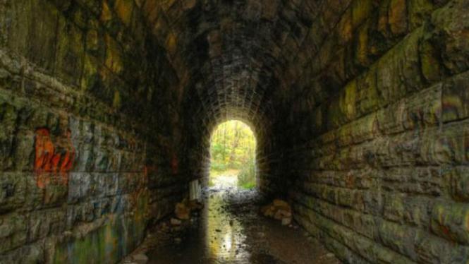 Terowongan di dekat air terjun Niagara