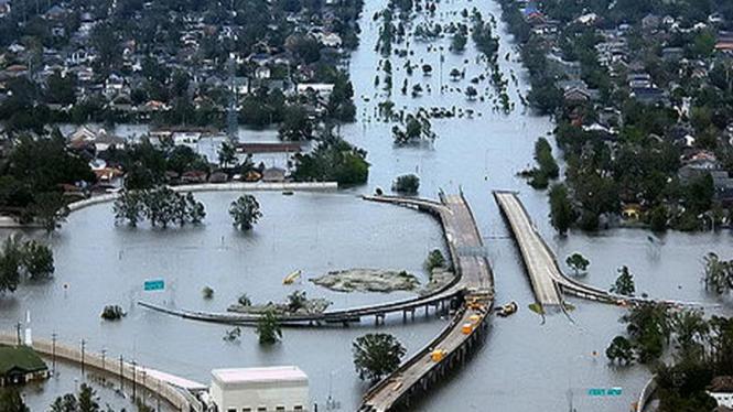 Banjir bandang di Kota New Orleans akibat Topan Katrina