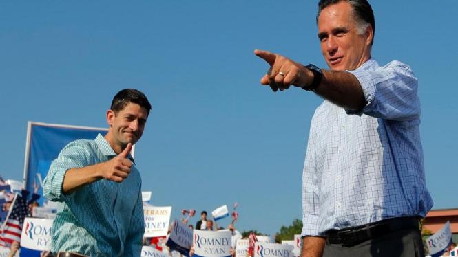 Mitt Romney (kanan) dan Paul Ryan