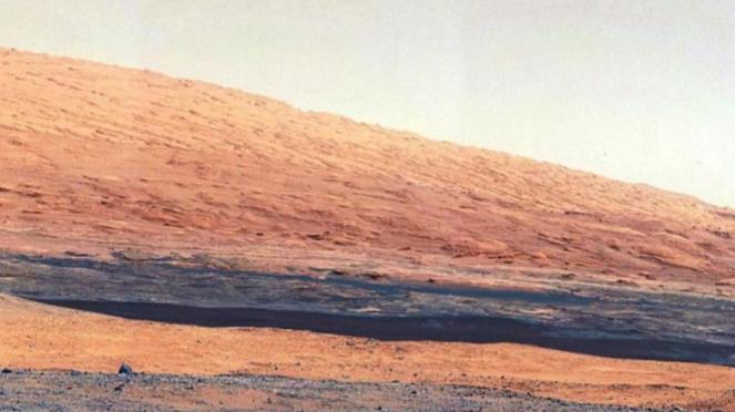 Foto permukaan Mars yang diambil rover Curiosity