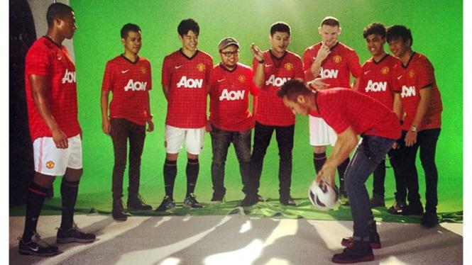 Giring Nidji Maen bola bareng Kagawa , Valencia dan Rooney