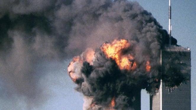 Tragedi penabrakan menara kembar WTC 11 September 2001.