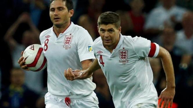 Pemain timnas Inggris, Frank Lampard (kiri) dan Steven Gerrard.
