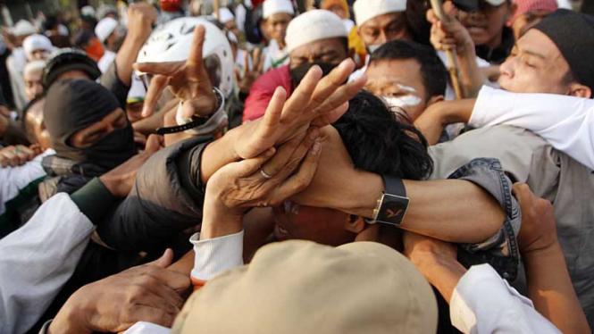 """Demo Film """"Innocence of Muslims"""" di Depan Kedubes AS"""