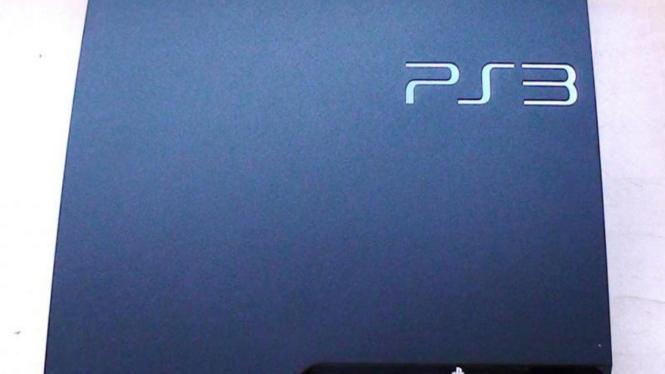 PS3 SLIM bentuknya yang tipis dan desainnya apik
