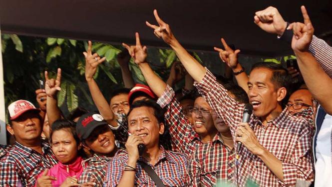 Jokowi Temui Pendukung di Posko Pemenangan