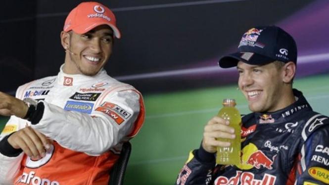 Lewis Hamilton (kiri) dan Sebastian Vettel.