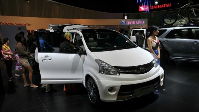 Mobil MPV di Ajang IIMS 2012