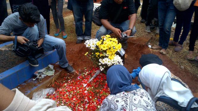 Korban tawuran pelajar, Deni Yanuar, dimakamkan