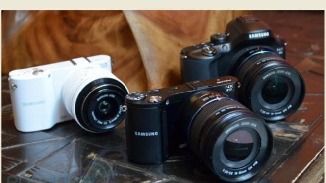 Samsung NX20 (kanan), NX 210 (tengah), NX1000 (putih)