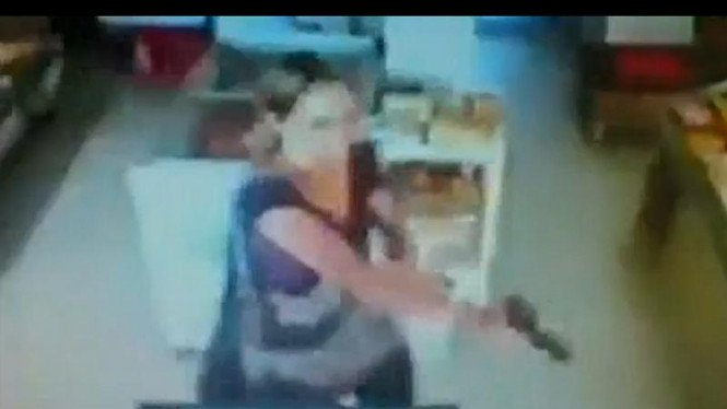 Video polwan Brasil melawan perampok