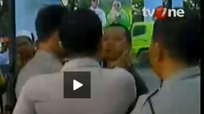 Polisi mencekik wartawan di Medan