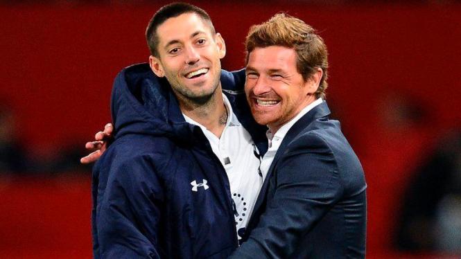 Clint Dempsey (kiri) merayakan kemenangan bersama AVB