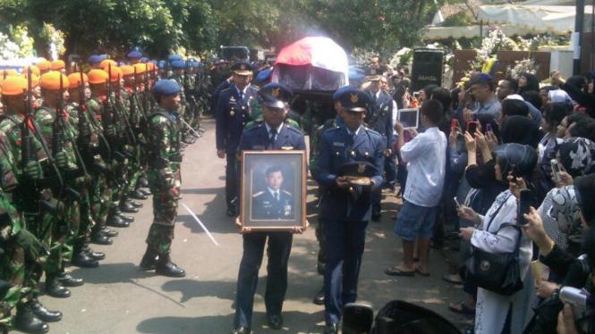 Pemakaman Noorman T. Lubis, pilot pesawat Bravo yang jatuh di Bandung