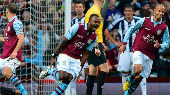 Darren Bent (tengah) rayakan gol ke gawang West Brom