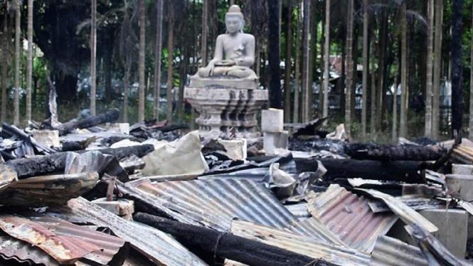 Kuil Buddha di Bangladesh dibakar massa