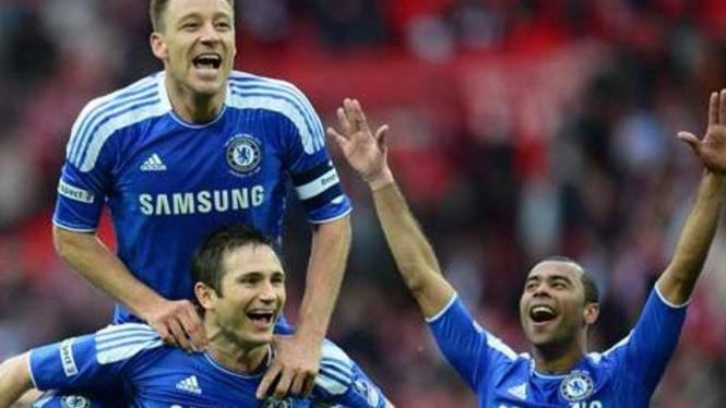 Tiga pemain senior Chelsea, John Terry (atas), Frank Lampard dan Ashley Cole