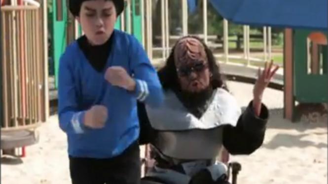 Perbaduan Gangnam Style dan Klingon Style
