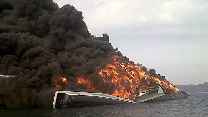 Kapal KRI Klewang terbakar