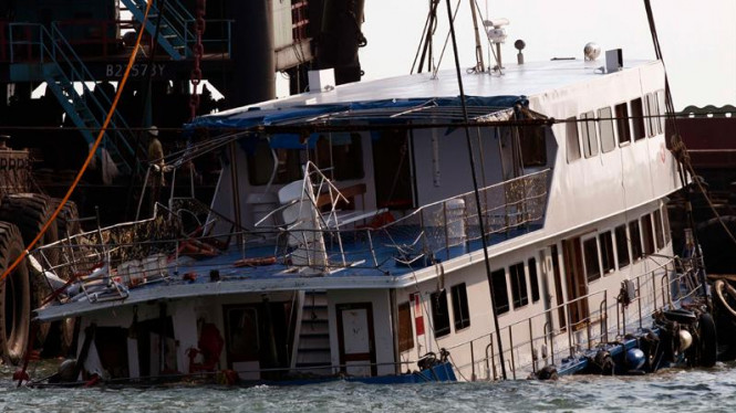 Kapal feri di Hong Kong tenggelam, menewaskan 38 orang
