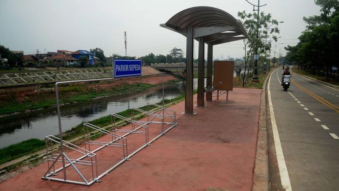 Jalur sepeda di Kanal Banjir Timur, Jakarta