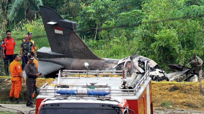 Pesawat Hawk 200 milik TNI AU jatuh di Pekanbaru