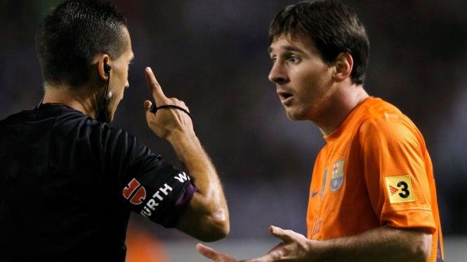 Lionel Messi (kanan)