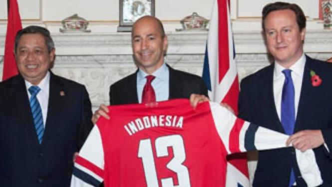 Presiden SBY, bersama petinggi Arsenal dan PM Inggris, David Cameron