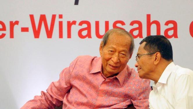 Pengusaha Ciputra dengan mantan Menteri Negara BUMN Dahlan Iskan.