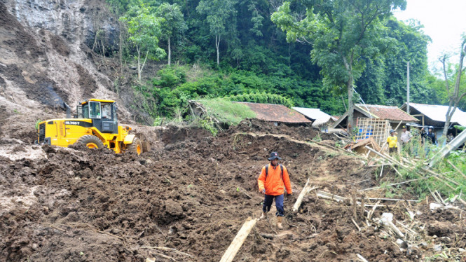 Bencana tanah longsor di suatu daerah beberapa waktu lalu.