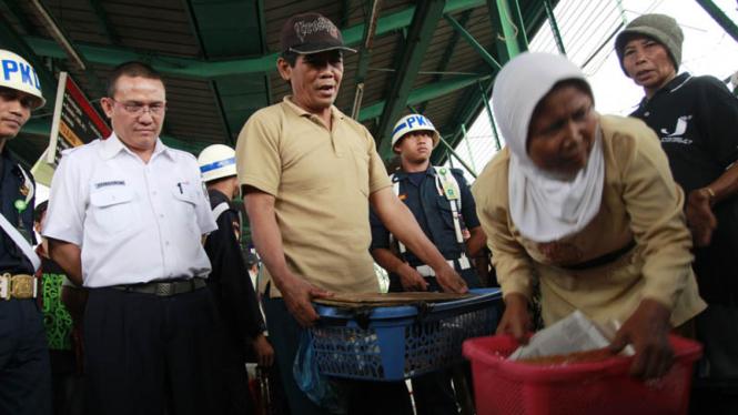 Penertiban PKL di Stasiun Manggarai