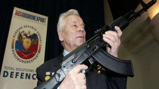 Pencipta AK-47 Mikhail Timofeyevich Kalashnikov.
