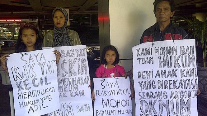 Kasdi dan keluarganya mencari keadilan