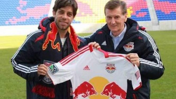 Juninho (kiri) saat bergabung dengan New York Red Bulls