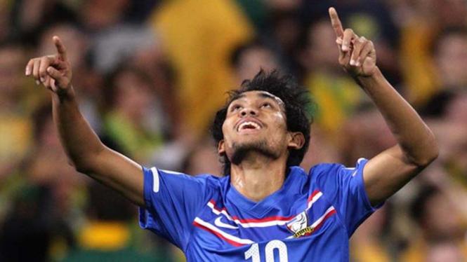 Striker tim nasional Thailand, Teerasil Dangda