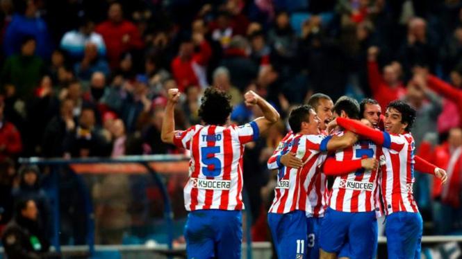 Para pemain Atletico Madrid rayakan gol Adrian Lopez