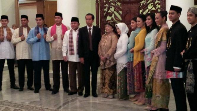 Jokowi terima contoh pakaian adat Betawi untuk PNS Pemprov DKI