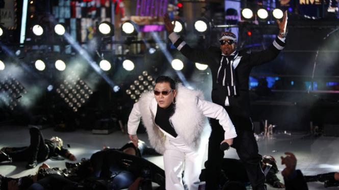 PSY dan MC Hammer Tahun Baru 2013 di Time Square