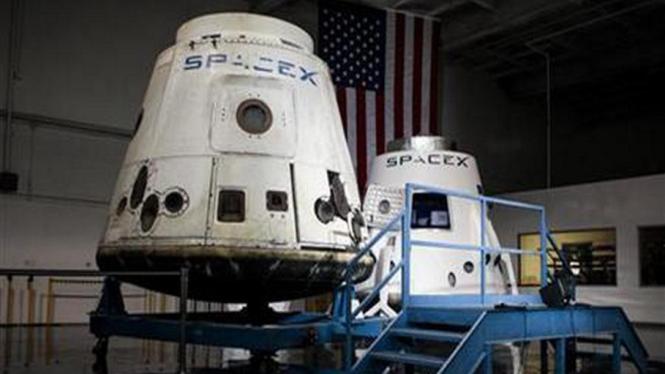 Kapsul luar angkasa SpaceX